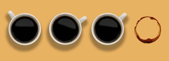三個咖啡杯,缺少第四杯